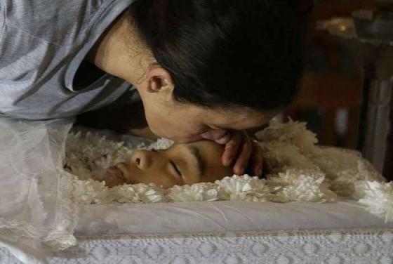 mãe filho morto